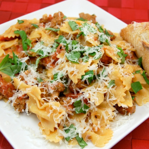 ... Pea's Kitchen » Farfalle Pasta with Sausage, Tomatoes, and Cream