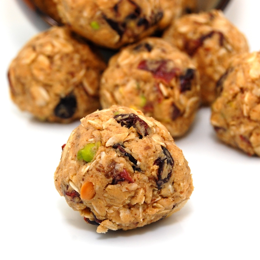 Peanut Butter and Oat Granola Bites
