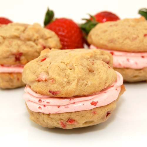Sweet Pea's Kitchen » Strawberry Whoopie Pies